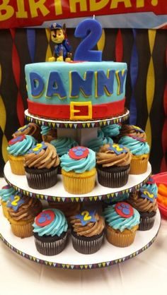 Paw Patrol Party - Cake and cupcakes