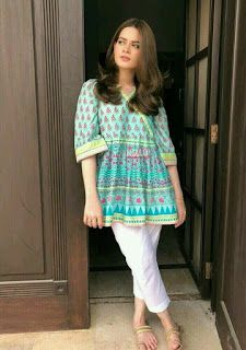 Pakistani Fashion Casual, Pakistani Dresses Casual, Indian Fashion Dresses, Pakistani Dress Design, Indian Designer Outfits, Indian Outfits, Casual Dresses, Casual Outfits, Stylish Dresses For Girls