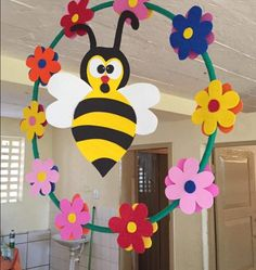 Hanging Classroom Decorations, School Decorations, School Board Decoration, Class Decoration, Craft Activities For Kids, Crafts For Kids, Classroom Birthday, Bug Crafts, Easy Paper Crafts