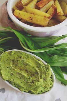 Bärlauch ist gesund, vielseitig einsetzbar und lecker! Zum Beispiel mit Kichererbsen zu cremigem Hummus verarbeitet. Auf's Brot oder als Beilage ein Genuss.