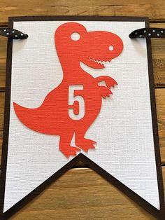 Bandera de dinosaurios decoración de fiesta de dinosaurio Dinosaur Birthday Party, 3rd Birthday, Dinosaur Cupcake Toppers, Cute T Rex, Senses Preschool, Dinosaur Party Decorations, Cute Dinosaur, Party Needs, Blue Polka Dots
