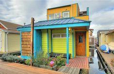 Este supercolorido modelo se destaca de todas las demás casas flotantes. | 28 Casas flotantes por las que te dejarás llevar