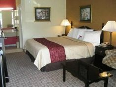 Pine Bluff (AR) Red Roof Inn Pine Bluff United States, North America The 1-star Red Roof Inn Pine Bluff offers comfort and convenience whether you're on business or holiday in Pine Bluff (AR). The hotel offers a wide range of amenities and perks to ensure you have a great time. Service-minded staff will welcome and guide you at the Red Roof Inn Pine Bluff. Guestrooms are fitted with all the amenities you need for a good night's sleep. In some of the rooms, guests can find air ...