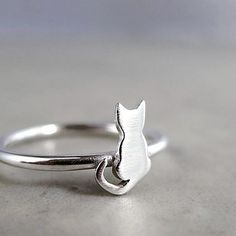 This delicate sterling silver tiny cat ring from Etsy. | 22 Unique And Beautiful Rings For Animal Lovers