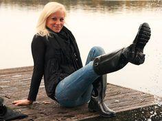 Girl in Hunter rubber boots Wellies Rain Boots, Hunter Rain Boots, Ugg Australia, Riding Boot Outfits, Riding Boots, Hunter Wellington Boots, Rainy Day Fashion, Sexy Jeans, Rain Wear