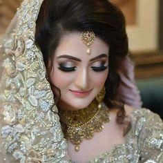 Here are some best ideas of bridal make up ideas pics. Try this pin to get best make up ideas pics. Pakistani Bridal Makeup, Bridal Mehndi Dresses, Pakistani Wedding Outfits, Indian Bridal Fashion, Bridal Outfits, Wedding Eye Makeup, Bridal Makeup Looks, Bride Makeup, Bridal Looks
