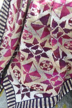 Flisesjal RØD - Strikkeopskriften findes i min strikkebog, Fanøstrik. Tilhørnede Garnpakke købes på min webshop