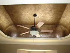 How to paint a Tissue Paper Faux Finish to texture to a ceiling, feature wall or any wall. This is one of my favorite timeless faux finishes. Crackle Painting, Faux Painting, Sponge Painting, Painting Tips, Ceiling Painting, Cactus Painting, Ceiling Art, Ceiling Ideas, Ceiling Design