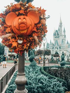 Fall At Magic Kingdom For Mickey's Not So Scary Halloween Party Everything You Need To Know About Mickey's Not So Scary Halloween Party: Disney Food, Rides, Fast Passes, Tickets, Kid Friendly Activities in Orlando Travel Disney World Halloween, Disneyland Halloween, Spooky Halloween, Halloween Fotos, Halloween Season, Halloween Party, Halloween Costumes, Vintage Halloween, Disney Halloween Decorations