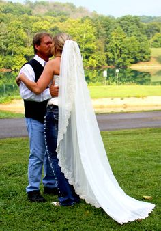 Blue jean wedding Blue Jean Wedding, Jeans Wedding, Wedding Pins, Wedding Ideas, Blue Jeans, Wedding Dresses, Photography, Motorcycle, Beautiful