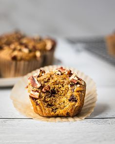Healthy Vegan Sweet Potato Muffins | These healthy sweet potato muffins are the perfect fall treat and super easy to make! Light and fluffy, swirled with sweet bananas and a subtle hint of pumpkin spice. Perfect for breakfast or a midday snack, you'll want to double the batch and save some for later so you always have them on hand. Made with whole wheat flour, these sweet potato muffins are vegan friendly as well. | #fallrecipe #pumpkinspice #sweetpotatorecipe #healthydessert… Best Vegan Desserts, Vegan Dessert Recipes, Whole Food Recipes, Vegan Food, Steamed Sweet Potato, Sweet Potato Muffins, Low Sugar Recipes, No Sugar Foods, Sweet Potato Recipes Healthy