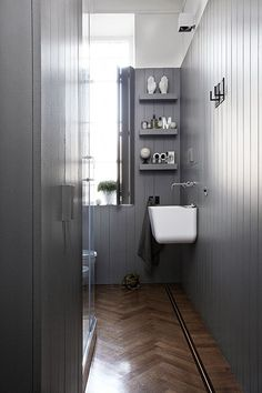 Ideas For Bathroom Inspiration Grey Herringbone Floors Grey Bathrooms, Beautiful Bathrooms, Modern Bathroom, Modern Country Style, Country Style Homes, Timber Panelling, Wood Paneling, Appartement Design, Laundry In Bathroom