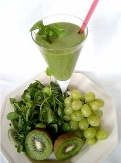 3 x DETOX SMOOTHIE pre ploché bruško, krásnu pokožku a rýchlejší metabolizmus… Healthy Breakfast Smoothies, Healthy Drinks, Healthy Snacks, Green Smoothie Recipes, Fruit Smoothies, Energy Smoothies, Kiwi Smoothie, Power Smoothie, Raw Food Recipes