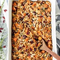 These healthy casserole recipes are chalked full of veggies and substitute heavier ingredients with zoodles, quinoa, and cauliflower rice Dinner Casserole Recipes, Healthy Casserole Recipes, Casserole Dishes, Healthy Dinner Recipes, Macaroni Casserole, Healthy Dinners, Easy Meals, Butternut Squash Casserole, Chicken And Wild Rice