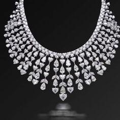 """Kamyen"" for Albidaa with this fancy shape necklace with 4 carats centre heart For more details via whatsapp on 00974 50333167 #qatar #doha #ksa #riyadh #jiddah #oman #dubai #kamyenjewellery #albidaagroup #wedding #season #gift #bride #engagement #royalty #jewellery #diamonds #gcc"