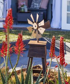 November 2015 pattern sheet: Windmill November 2015 pattern sheet: Windmill Get your garden in a spin with this fun windmill, … Glass Painting Patterns, Stained Glass Patterns, Farmhouse Weather Vanes, Woodworking Patterns, Woodworking Projects, Garden Windmill, Wood Crafts, Diy Crafts, Wind Mills