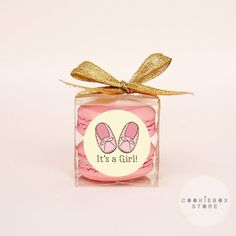 10 sets of macaron packaging boxes for baby shower favors. -What is included in the set 10 clear boxes 10 ribbons 10 stickers Macaron Favors, Macaron Packaging, Macaron Boxes, Macarons, Packaging Boxes, Packaging Design, Baby Shower Favors, Baby Shower Cakes, Baby Boy Shower