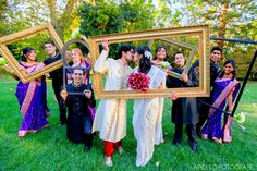 Frames make great props for wedding photos! Apollo Fotografie.