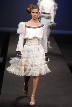 Couture Hairpin Crochet Skirt. Detail: http://img0.liveinternet.ru/images/attach/c/3/83/187/83187300_large_c8f2e0fff425.jpg        http://1.bp.blogspot.com/_x8JAnsKOHKA/SvdkbvKpHAI/AAAAAAAAESE/0_pXtwL6sJw/s1600-h/846958204923264996.jpg