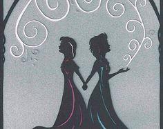 Elsa and Anna silhouette! Frozen Silhouette, Princess Silhouette, Silhouette Painting, Disney Canvas Art, Disney Art, Disney Themed Nursery, Frozen Halloween, Frozen Pictures, Disney Scrapbook