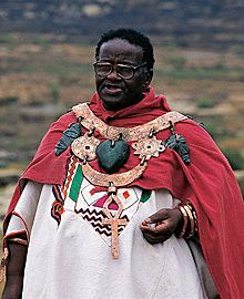 Credo Mutwa (Zulu shaman and co-author of the reptilian agenda with David Ike)**Notice the ankh(symbol of life) pendant around his neck. Ankh Symbol, Life Symbol, Zulu, Reptilian People, South African Artists, Ancient Aliens, Ancient Egypt, William Blake, Black History Facts