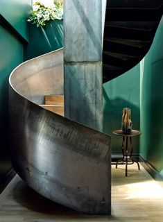 Pins of the week 30.10: A spectacular staircase in a luxury hotel suite-like home by Studio KO.   Pin it.