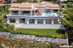 Gorgeous Luxury Villa In Mallorca With Panoramic View Over The City - http://www.housedecorating-ideas.com/gorgeous-luxury-villa-in-mallorca-with-panoramic-view-over-the-city.html