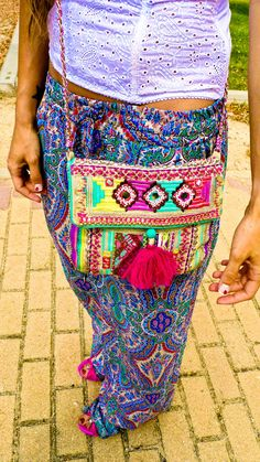 Love the whole outfit, especially the bag.