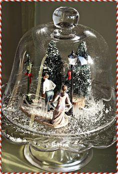 Dit jaar geen kerstsorp onder de boom maar onder twee stolpen. Onder deze heb ik twee kunstkerstbomen een paar lantaarns en een meisje ...