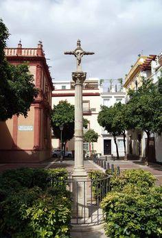 Cruz de alabastro, de 1582, del antiguo cementerio parroquia de la Iglesia de san Vicente, mártir,