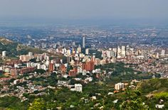 Santiago de Cali panoramic view from Cristo Rey Hills. My CITYY Cali Colombia, Visit Colombia, Colombia Travel, Places Around The World, Around The Worlds, Colombian Cities, Destin Beach, South America Travel, San Francisco Skyline