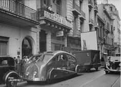South American Streamliner and Mobile Cinema Train 1942 Branches Of Art, Streamline Moderne, Commercial Vehicle, Vintage Vibes, Vintage Cars, Cool Pictures, Old Things, Cinema, Street View