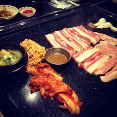 Gultuk doeji in Seoul, Yeoksam 역삼동 껄떡돼지 삼겹살 기본 셋팅