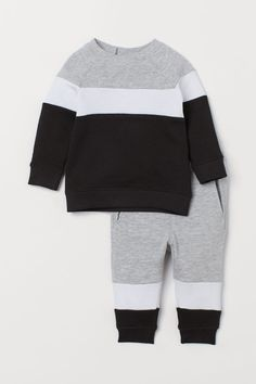 Set with a soft, long-sleeved sweatshirt and sweatpant joggers with a color-block pattern. Sweatshirt with snap fastener on one shoulder and ribbing at neck Baby Outfits, Boys Summer Outfits, Kids Outfits, Boys Clothes Style, Cute Baby Clothes, Baby Boy Fashion, Kids Fashion, Baby Boy Dress, Stylish Hoodies
