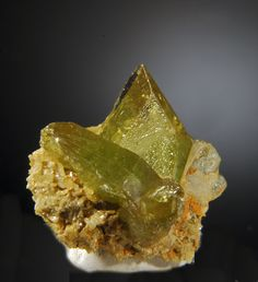 Sphene (Titanite), Gemmy twin crystals | ©Well Arranged Molecules Divino das Laranjeiras, Doce Valley, Minas Gerais, Brazil.