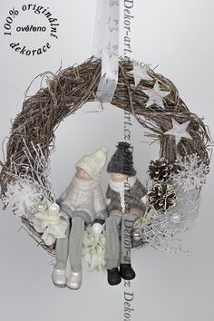 Small Space Interior Design, Christmas Inspiration, Grapevine Wreath, Flower Arrangements, Diy And Crafts, Merry Christmas, Christmas Decorations, Wreaths, Flowers