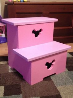 Minnie Mouse step stool so Joce can get into her new big girl bed. Disney Home, Disney Diy, Disney Crafts, Minnie Mouse Room Decor, Mickey Minnie Mouse, Minnie Mouse Bedding, Pink Minnie, Disney Mickey, Disney Furniture