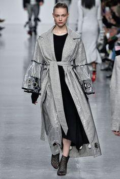 Титум Джонс осень / зима 2017 Готовое платье Коллекция | Британский Vogue