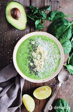 Green smoothie bowl with chia seeds