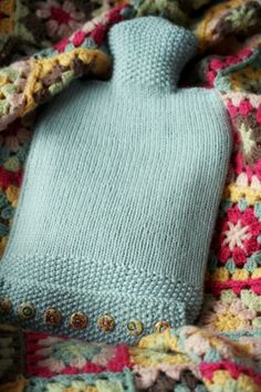 Coco Rose Diaries: Yarn - Hot Water Bottle from the Knitty Gritty Book, uses stockinette and moss stitch, wooden buttons Knitting Projects, Crochet Projects, Knitting Patterns, Crochet Motifs, Knit Or Crochet, Coco Rose Diaries, Water Bottle Covers, Needlework, Knitted Hats
