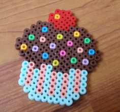 Chocolate cupcake perler beads - bagncraft