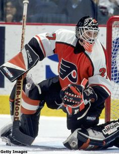 My favorite Flyers golalie ever! Ron Hextall this guy was nuts 1987 Hockey Rules, Flyers Hockey, Ice Hockey Teams, Hockey Goalie, Hockey Players, Philadelphia Flyers, Nhl, Hockey Room, Goalie Mask