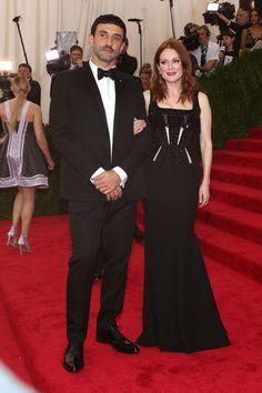 Riccardo Tisci et Julianne Moore en Givenchy haute couture