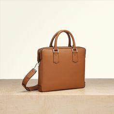 Une collection de sacs, petite-maroquinerie, d accessoires,de sacs de  voyages et bagages pour Femme et pour Homme 7bb273906e3