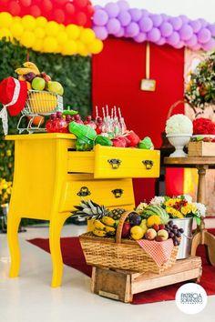 Aline Vissotto - Atelier de biscuit: Festa da Julia 1° aninho - tema pomar / frutas + lembranças - vidros de geleia com frutas de biscuit