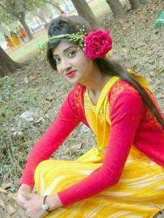 Beautiful Girl Indian, Young And Beautiful, Beautiful Indian Actress, Simply Beautiful, Desi Girl Image, Girls Image, Indian Teen, Indian Girls, Sweet Girls