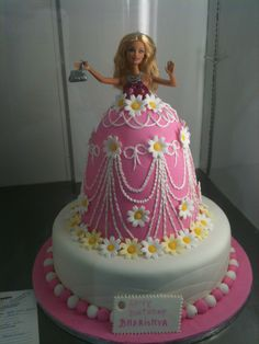 What a great cake for a Barbie themed birthday party!