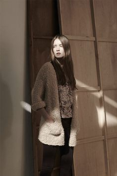 This looks so cozy! What To Wear, Fur Coat, Street Style, Casual, Sweaters, Jackets, Women, Fall, Winter
