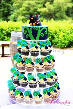 Kiwi and Koala in love cake Beer Cupcakes, Wedding Cakes With Cupcakes, Beautiful Cakes, Amazing Cakes, 90th Birthday, Birthday Parties, Kiwi Cake, New Zealand Food, Funny Wedding Cakes