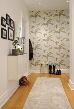 Cole & Son Orchid Wallpaper in hallway (love the mulberry alexa on the floor too!)